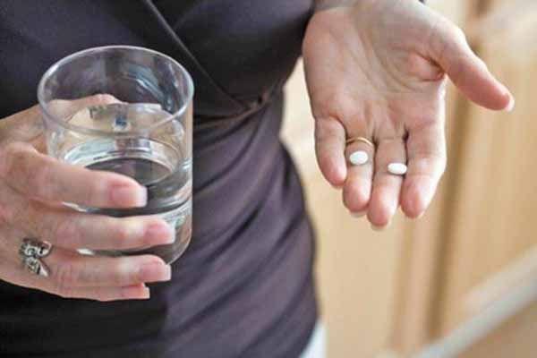 Tomando comprimidos de hemogenin