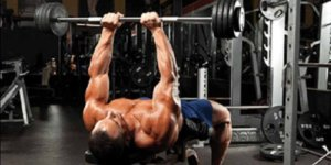 Bench Press Image: Comment effectuer cet excellent exercice de triceps!