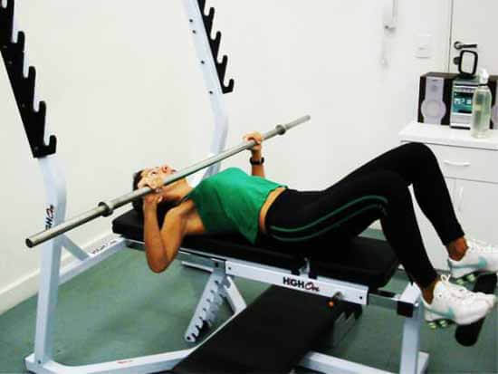 Exercício Supino Reto sem Peso