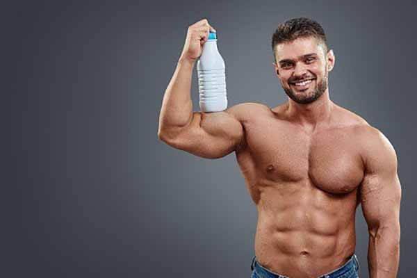Fisiculturista Bebendo Leite