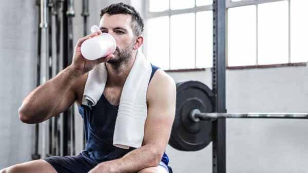 Shake de aminoácidos após o treino de musculação