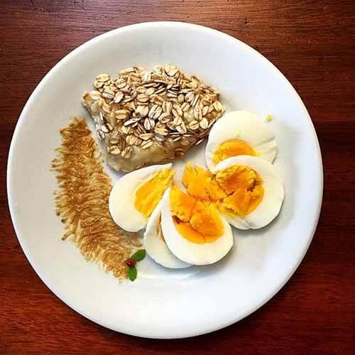 Café da Manhã: Ovos e Aveia