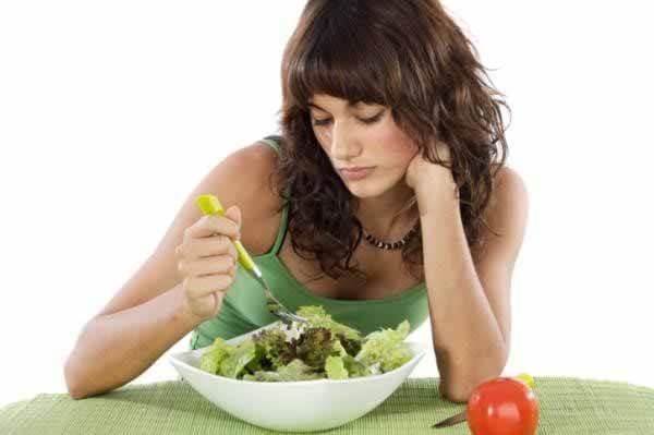 comendo mesmo sem fome