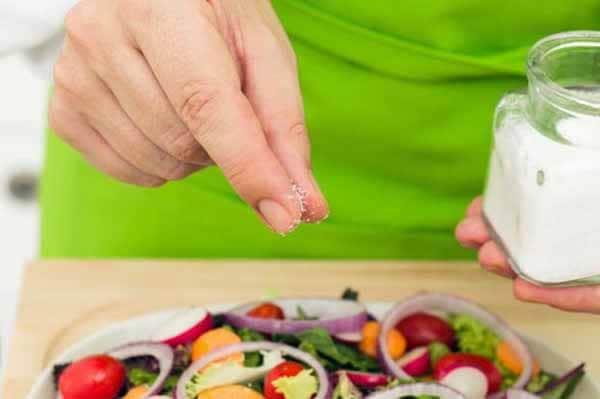 Mantenha o sal refinado na sua alimentação