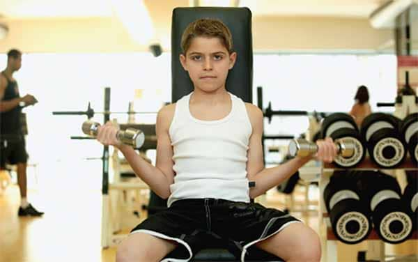 crianças que fazem musculação: saiba a quantidade ideal de proteínas para elas