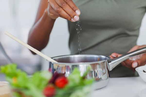 dica para reduzir retencao de liquidos reduza o consumo de sodio
