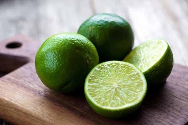 o limão é um dos alimentos com menores quantidades de calorias