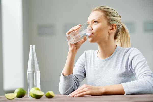 água com limão não ajuda na disposição