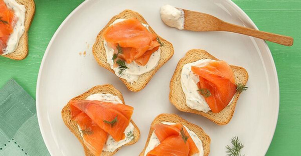 salmão com torrada ddm